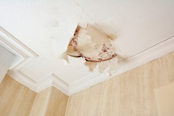 Check the leakage of the roof